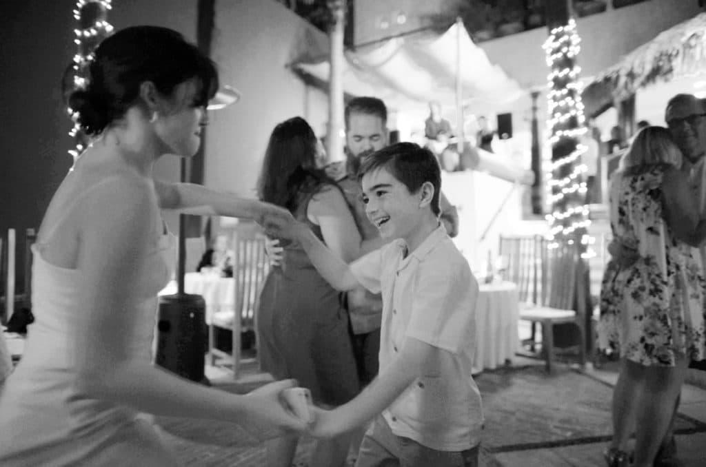 bw-kid-dancing-at-wedding-casa-natalia-color