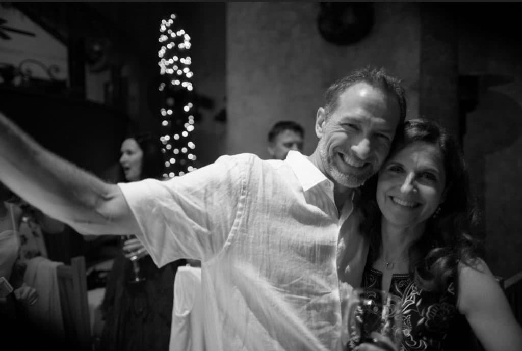 casa-natalia-happy-couple-party